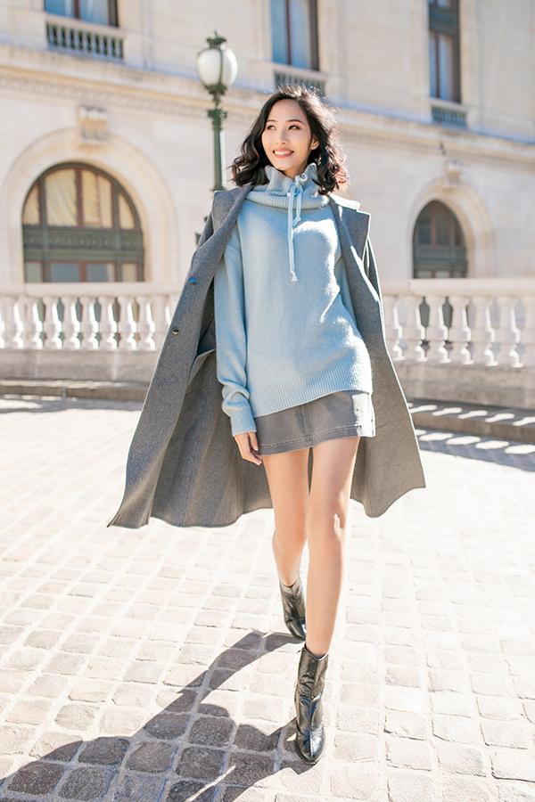Ngoài vải dạ nhập khẩu, thương hiệu Việt còn mang tới các mẫu áo ấm hợp mùa trên chất liệu len, vải dệt kim.