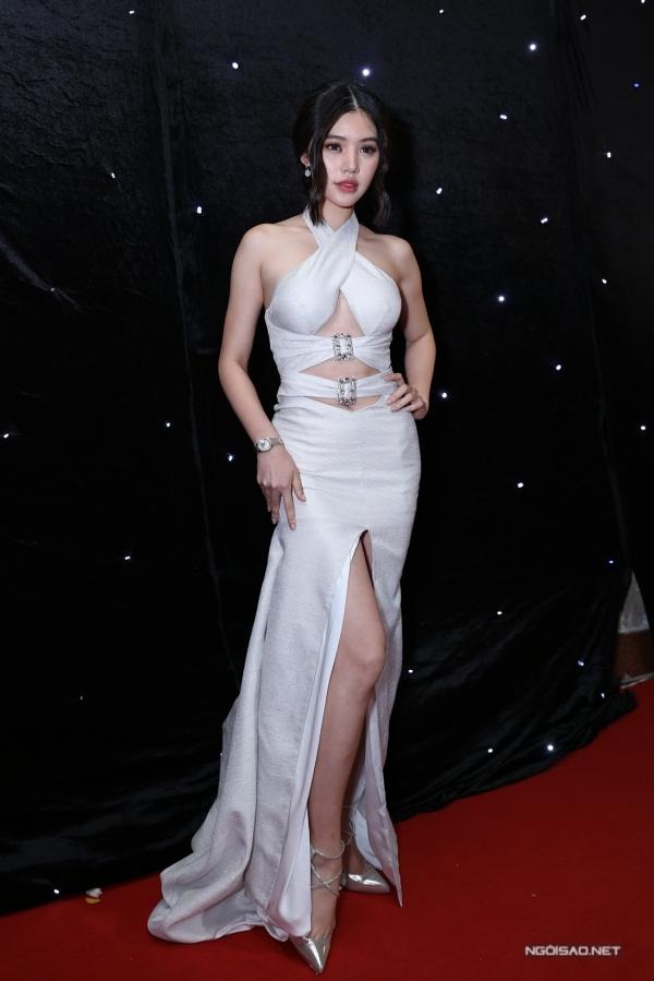 Hoa hậu Jolie Nguyễn diện đầm cắt xẻ táo bạo khi đi cổ vũ top 3 thí sinh The Face 2018.