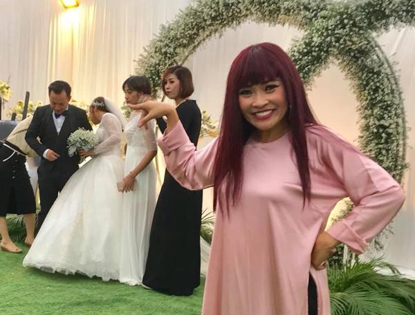 Ca sĩ Phương Thanh là người đã âm thầm giúp gia đình cô dâu, chú rể chuẩn bị cho ngày vui từ hơn nửa năm nay. Cô giấu nhẹm mọi thông tin về việc Tiến Đạt kết hôn và chỉ công bố với đông đảo khán giả khi tiệc cưới chính thức diễn ra.