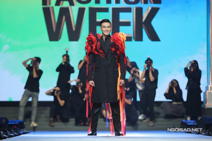 Giám khảo Trang Lê nhận xét: Trung Kiên làm tôi bất ngờ vì tạo moment thành điệu nhảy, nở nụ cười tươi, biết giao lưu khán giả hai bên. Tuy nhiên Trung Kiên nếu đi chậm hơn, dừng lại để photo chụp thì sẽ tuyệt vời hơn.