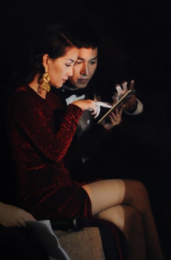 Quỳnh Chi cho biết, cô đã quen với việc dẫn trực tiếp các show lớn trong gần hai năm qua nên không gặp bất cứ khó khăn nào. Tuy nhiên với Song Luân, đây là lần đầu tiên soái ca quân nhân xuất hiện ở vai trò MC nên rất lo lắng.