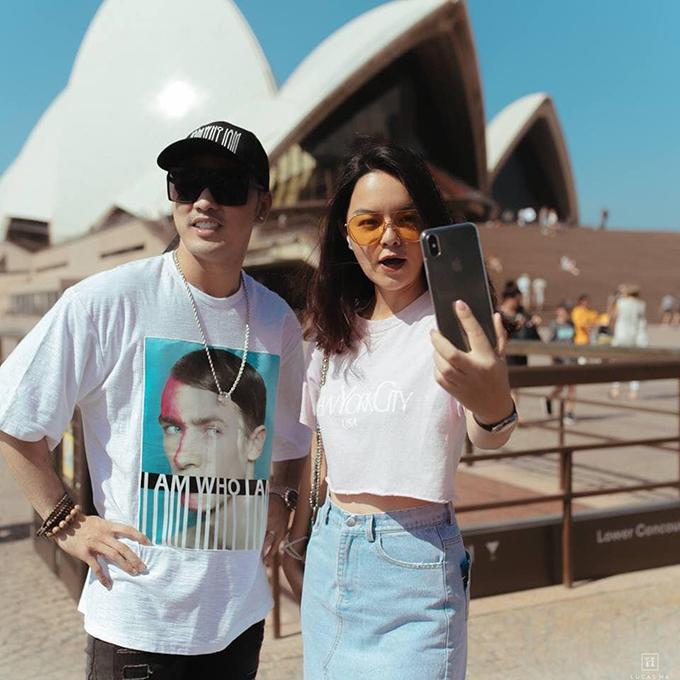 Sau Phạm Quỳnh Anh đón Giáng sinh ở Sydney (Australia) cùng một số người bạn, trong đó có nam ca sĩ Ưng Hoàng Phúc. Đây là chuyến du lịch xa đầu tiên của cô sau khi công khai chia tay chồng cũ.