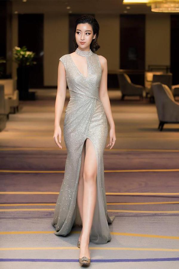 Ngoài việc sử dụngnhững bộ cánhtôn vẻ đẹp hình thể, Hoa hậu VN 2016 còn thể hiện sự sành điệu với những trào lưu váy áo thịnh hành.