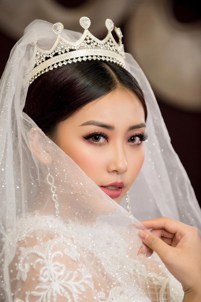 3 kiểu makeup tông ấm cho cô dâu mùa đông