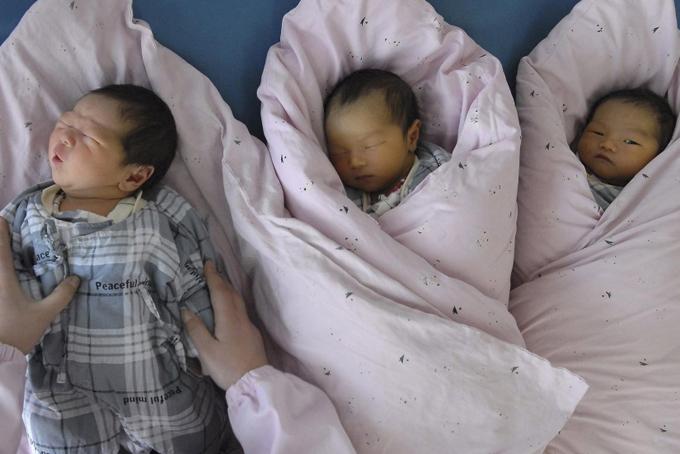 Các chính sách khuyến khích sinh thêm con tại Trung Quốc thất bại khi tỉlệ sinh liên tục giảm. Ảnh: SCMP.