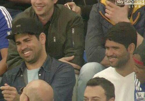 Costa và anh trai trong một lần cùng đi xem bóng đá