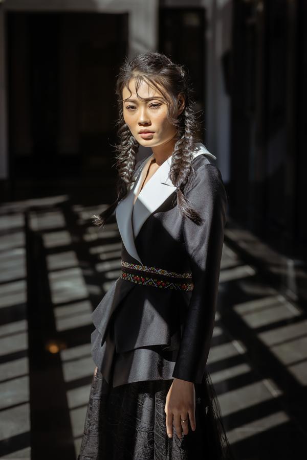 Quán quân Next Top mùa ba Mai Giang cũng xuất hiện trong bộ ảnh vớivẻ quyến rũ, mặn mà.