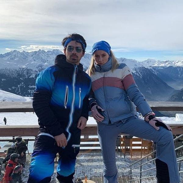 Sophie Turner đã đính hôn với Joe Jonas vào năm ngoái. Cả hai từng dành một tuần tới Ấn Độ tham dự đám cưới của Nick.