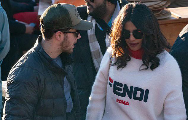 Đầu tháng 12, họ đã có lễ cưới xa hoa kéo dài 7 ngày tại Ấn Độ, với chi phí hơn 1 triệu USD.