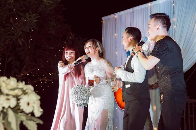 Tiến Đạt lần đầu khoe ảnh hôn lễ tại Bình Thuận