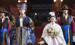 Jang Nara ngại ngùng hôn bạn diễn kém tuổi