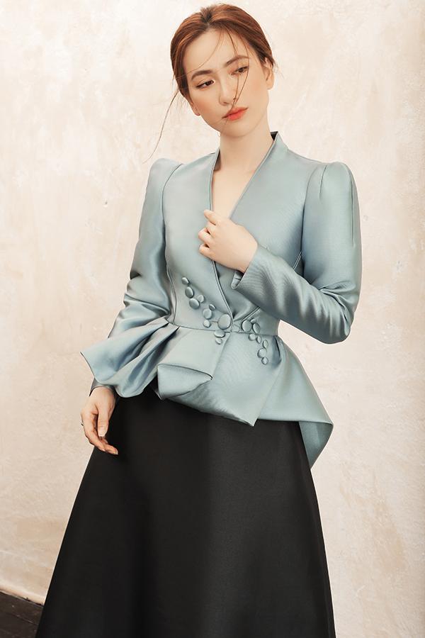 Với mong muốn mang đến những gợi ý trong việc chọn đồ đi tiệc cuối năm, Phương My đã mời diễn viên Phương Anh Đào tham gia bộ ảnh mới.