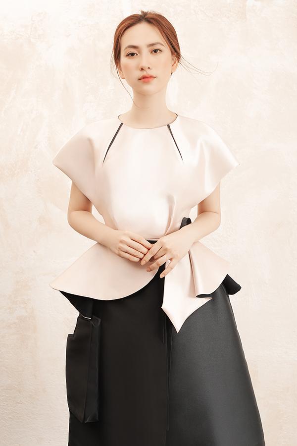 Chân váy và các kiểu áo tạo khối được nhà mốt khai thác khá nhiều nhằm giúp phái đẹp thoả sức mix-match theo sở thích cá nhân.