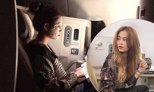 Học lỏm bí quyết giữ da căng mọng khi đi máy bay từ Hoàng Thùy Linh