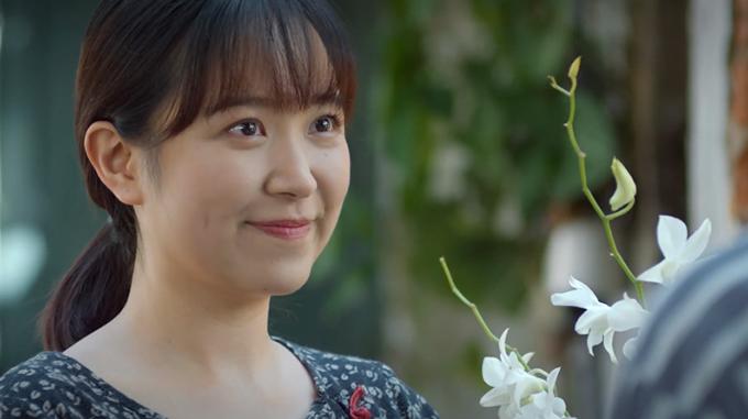 Trong 4 cô gái, Kim Oanh là người gây chú ý hơn cả với chất giọng Quảng Trị. Sinh ra ở Huế và lớn lên ở Quảng Trị nhưng đã nhiều năm sinh sống và học tập ở thủ đô nên cô có thể nói thành thạo tiếng Hà Nội. Tuy nhiên, đạo diễn Vũ Trường Khoa đã yêu cầu Kim Oanh nói đúng chất giọng của mình để tạo sự đặc biệt và đảm bảo tính đa dạng cho hệ thống nhân vật. Trong phim, Kim Oanh vào vai Lan, một cô gái xứ Quảng phải nghỉ học từ sớm, đi làm công nhân và trở thành trụ cột của gia đình.