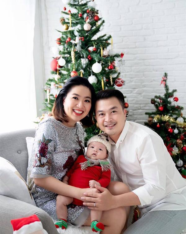 Nhiều bạn bè của cặp đôi nhận xét, bé Tuấn Khang càng lớn càng giống bố Tuấn Khải y đúc.