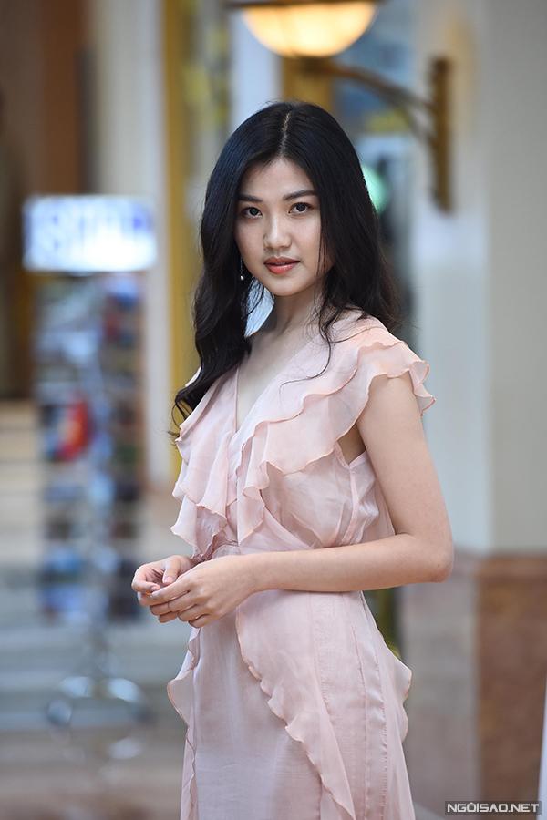 Lương Thanh sinh năm 1996, hiện là sinh viên năm cuối của trường Sân khấu - Điện ảnh Hà Nội. Cô là người duy nhất trong 4 diễn viên chính từng được chú ý vì trước khi bước vào phim này, cô đã tham gia Cả một đời ân oán. Tuy nhiên, vai diễn này chưa thực sự giúp Lương Thanh tạo ấn tượng lớn với khán giả.
