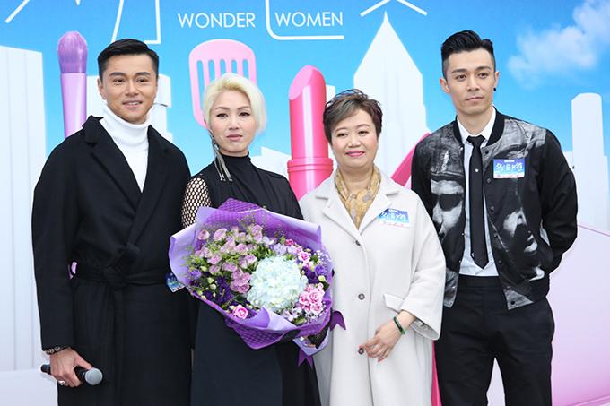 Dương Thiên Hoa (thứ hai từ trái sang), Huỳnh Hạo Nhiên (bìa trái) và Châu Bách Hào (bìa phải) tại sự kiện ra mắt phim Bà xã đa năng.