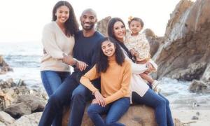 Vợ huyền thoại bóng rổ Kobe Bryant mang bầu bé gái thứ tư