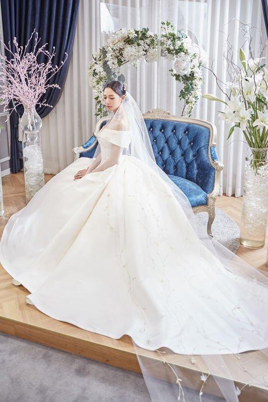 Clara sẽ trở thành cô dâu vào 6/1 tới.