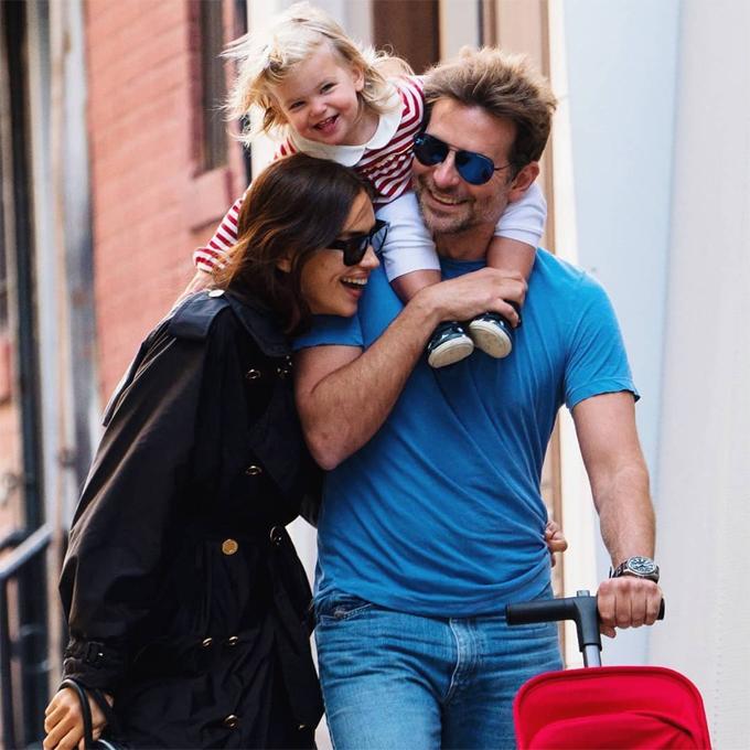 Trước đó, gia đình Bradley-Irina được trông thấy hạnh phúc đi dạo trên phố trong ngày Giáng sinh, 25/12. Bradley và siêu mẫu Nga đã hẹn hò từ năm 2015.