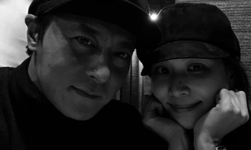 Bà xã Jang Dong Gun hiếm hoi khoe ảnh bên chồng