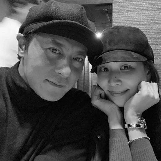 Jang Dong Gun và Go So Young ton sur ton