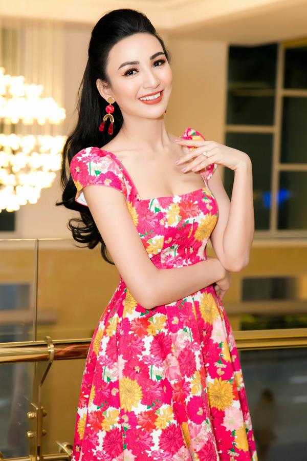 Từ ngày 3/1, Ngọc Diễm có chuyến công tác dài 3 tuầnở Hong Kong, Đài Loan và Nhật Bản. Cô tranh thủ làm việc tích cực để nghỉ Tết sớm, về quê sum vầy cùng gia đình và con gái cưng.