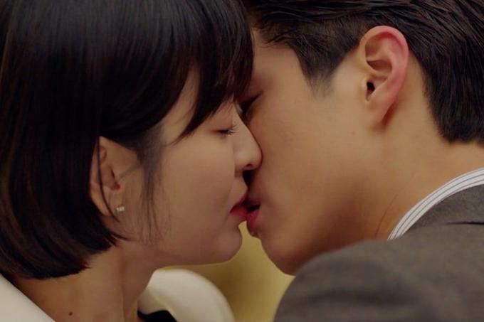 Nụ hôn cứu rating phim đang rớt.