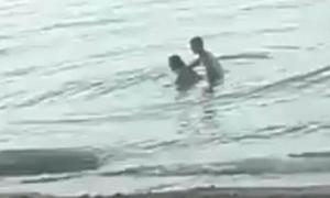 Đôi nam nữ bị phát hiện làm 'chuyện ấy' dưới biển ở Thái Lan