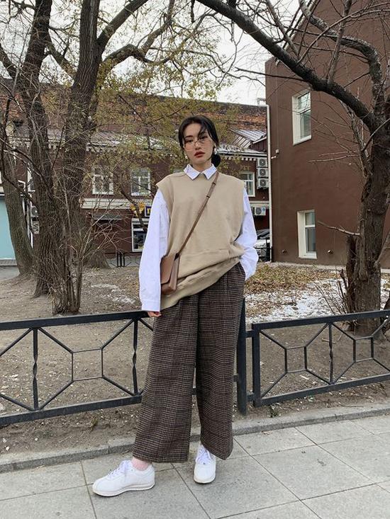 Những kiểu áo quần phom dáng rộng được mix-match một cách ngẫu hứng để mang lại sự thoải mái cho phái đẹp khi xuống phố.