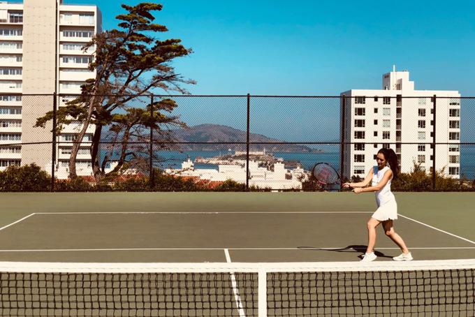 Melania ăn sáng lúc 7:00 và bữa sáng luôn là một bát trái cây hoặc một chai nước ép rau củ quả có màu xanh. 7.30 sángcô thường chơi một trận tennis ngắn tại một sân tập gần nhà.