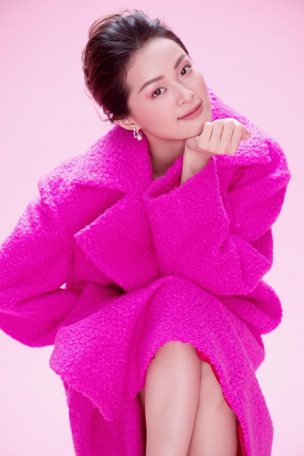 Hạ Vy khoe sắc cùng váy hồng rực rỡ - 8