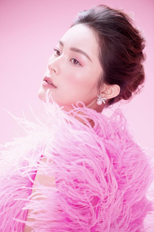 Hạ Vy khoe sắc cùng váy hồng rực rỡ - 11