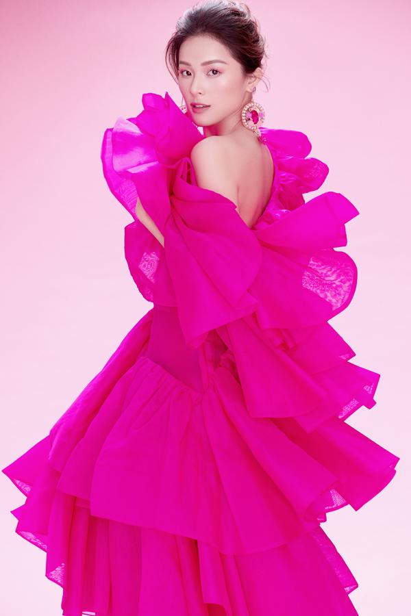 Hạ Vy khoe sắc cùng váy hồng rực rỡ - 6