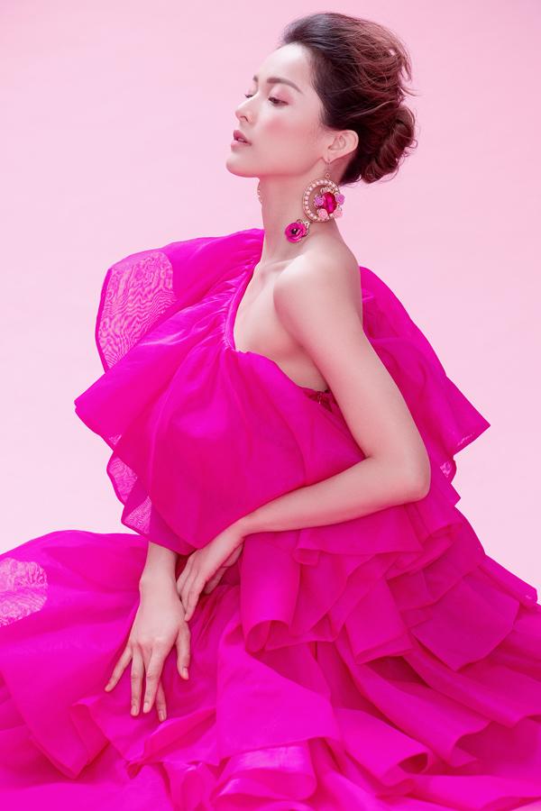 Hạ Vy khoe sắc cùng váy hồng rực rỡ - 7