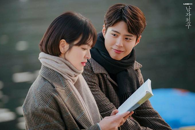 Soo Hyun tới thăm Jin Hyuk ở cùng biển Sokcho - cuối tập 9, đầu tập 10 của phim.