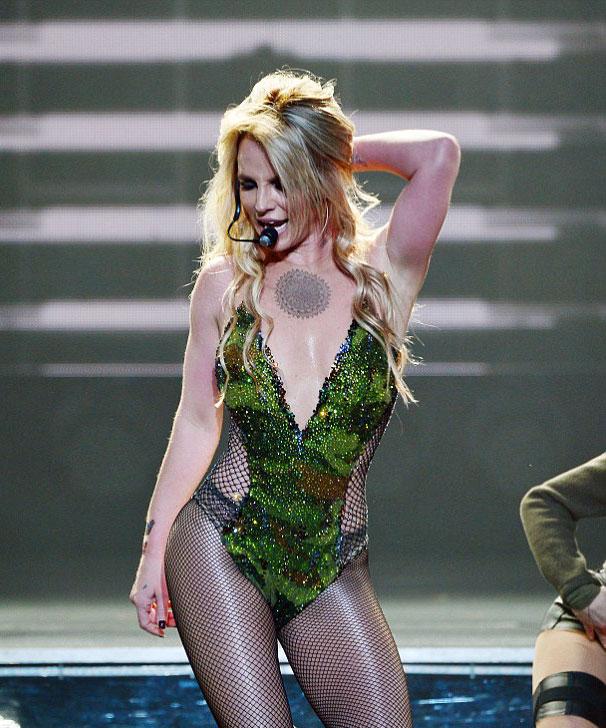 Britney sẽ có tour diễn mới cố định ở Las Vegas với phong cách hoàn toàn khác trước. Cô rất tiếc phải thông báo hoãn chương trình này.