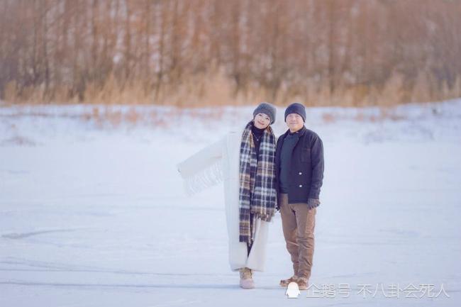 10 năm đồng hành, 10 năm vượt qua những giai đoạn tưởng chừng khó khăn nhất, đôi vợ chồng vẫn bên nhau.