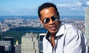 Không trả tiền phạt, Ronaldinho phá sản, bị cấm rời Brazil