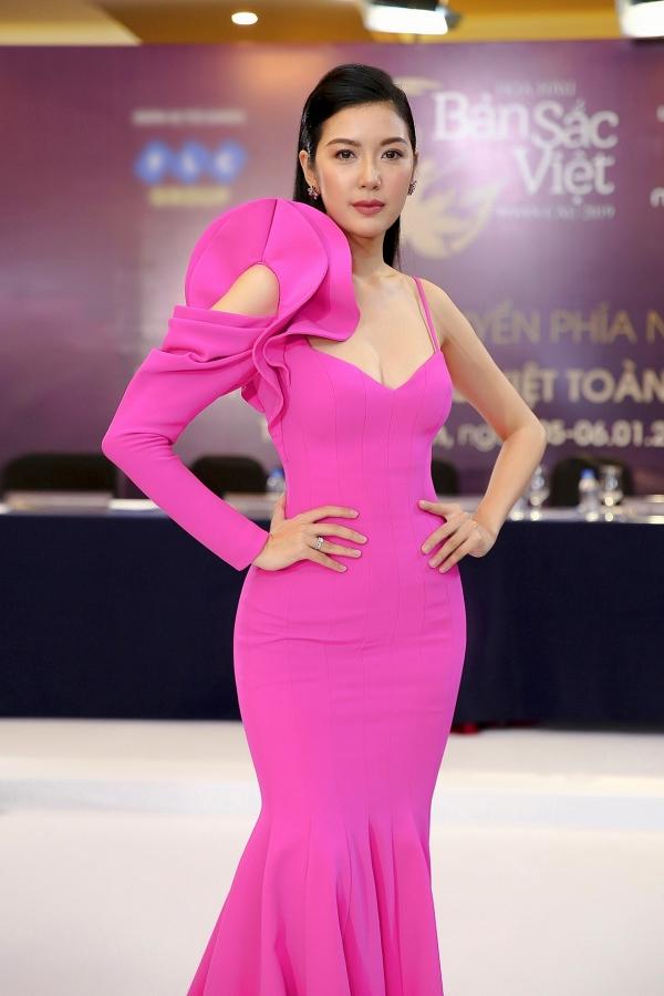 Cuối tuần qua, Á hậu Thúy Vân ngồi ghế nóng cuộc thi Hoa hậu Bản sắc Việt toàn cầu 2019.