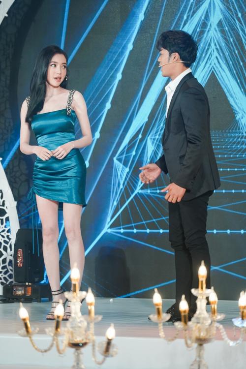 Elly Trần hào hứngtiết lộ lần đầu lấn sân ca hát.