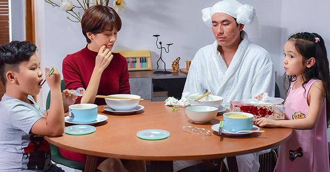 An Nguy và Kiều Minh Tuấn trong một cảnh phim Chú ơi đừng lấy mẹ con.