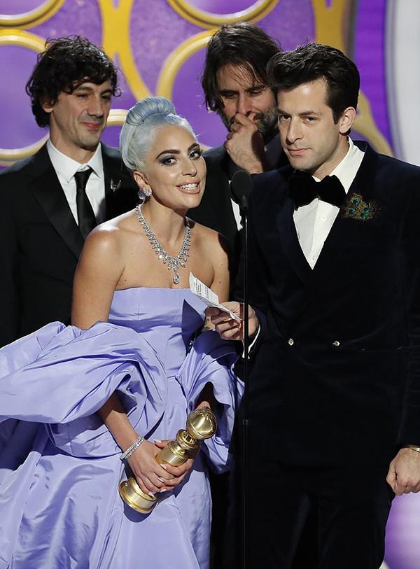 Lady Gaga xúc động chia sẻ khi nhận tượng Quả Cầu Vàng.