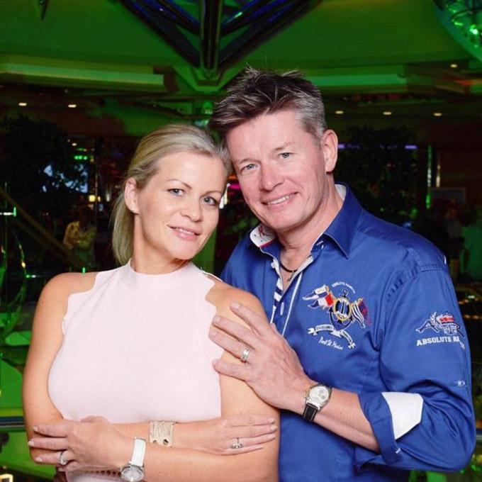 Ông Mason và người vợ thứ hai hiện tại, cô Emma. Ảnh: Facebook.