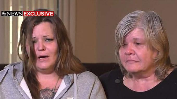 Bà Sharon Whipple (trái) và mẹ mình kêu gọi con gái ra đầu thú trên truyền hình. Ảnh: GMA.