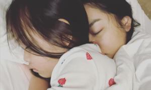 Ảnh hot 7/1: Phạm Quỳnh Anh ôm chặt con gái Bella