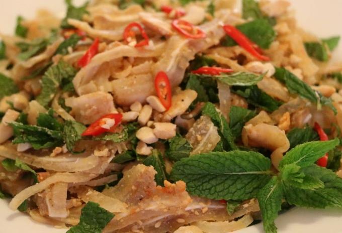 Gỏi tré - món ăn vặt xế chiều yêu thích của giới văn phòng Sài Gòn - 1