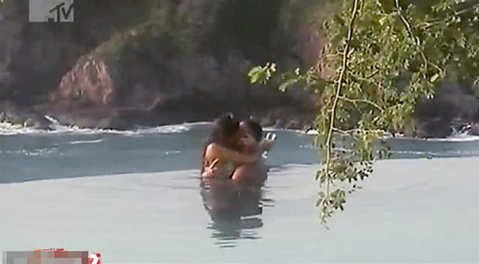 Hoa hậu Moskva quan hệ tình dục ngay trên chương trình truyền hình thực tế. Ảnh: east2west.