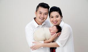 Lê Khánh vui vì con trai 'như bản photocopy của chồng'